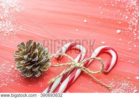 Christmas Red Background And Festive Lollipop , Christmas