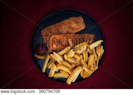 British, Traditional fish and chips and tartar sauce