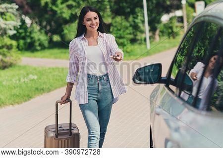 Portrait Of Her She Nice Attractive Pretty Cheerful Cheery Lady Driver Departing Cozy Trip Day-off W