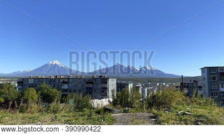 A Beautiful View Of The Volcanoes Of Kamchatka From The City Of Petropavlovsk-kamchatsky. Avachinsky