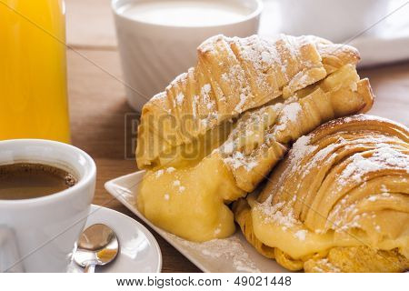 croissants of custard