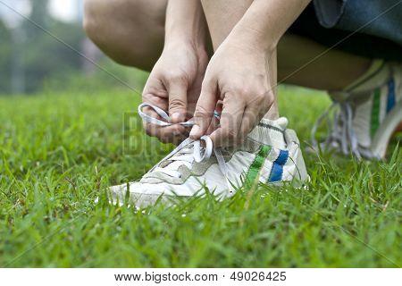 Tying sports shoe