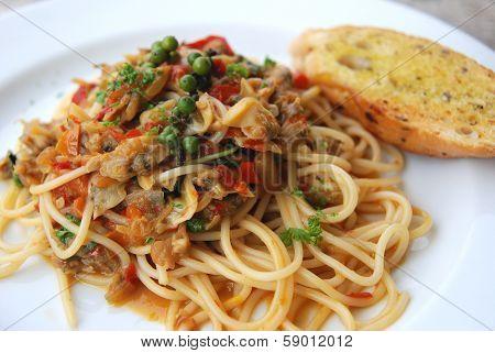 Clams spaghetti spicy  Asian sauce Thai fusion dish