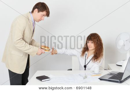Woman On Diet, Refuses To Eat For Lunch