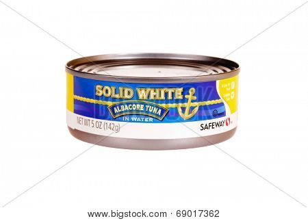 Hayward, CA - July 24, 2014: 5 oz can of Safeway Brand Solid White Albacore Tuna in water