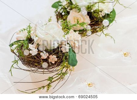 Festive Table Decoration In Creamy White To 50Th Wedding-anniversary