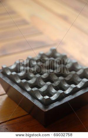 metal ash tray