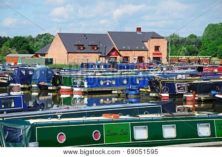 Narrowboats, Barton-under-Needwood.