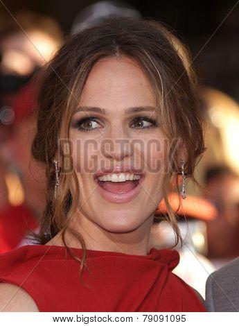 LOS ANGELES - AUG 06:  Jennifer Garner arrives to