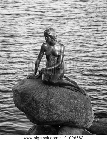 COPENHAGEN, DENMARK-SEPT 3, 2015:  Little mermaid based on the fairy tale of Hans Christian Andersen, displayed on a rock by the waterside at the Langelinie promenade in Copenhagen, Denmark.