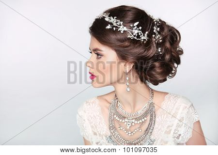 Beautiful Elegant Girl Model With Jewelry, Makeup And Retro Hair Styling. Isolated On Studio Backgro