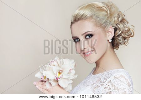 Young beautiful happy smiling bride with stylish make-up and hairdo