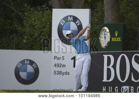 WENTWORTH, ENGLAND. 24 MAY 2009.Paul Casey teeing off on the 18th on his way to winning  playing in the final round of the European Tour BMW PGA Championship.