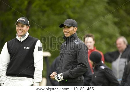 KENT ENGLAND, 27 MAY 2009. Henrik STENSON (SWE) and Formula 1 world champion racing driver Lewis Hamilton playing in the pro-am event part of the European Tour European Open golf tournament.