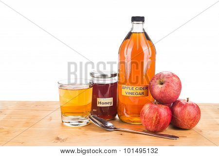 Apple Cider Vinegar With Honey, Natural Remedies And Cures For Common Health Condition.
