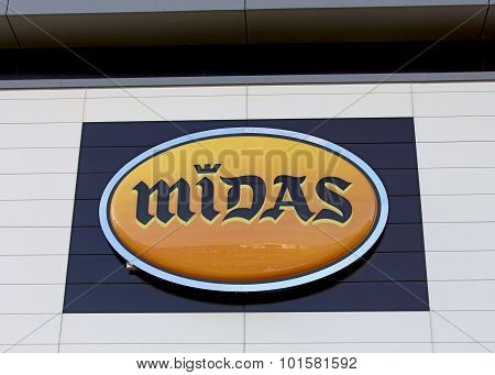 Logo of the Midas brand