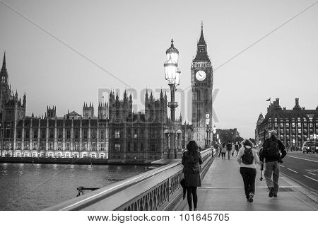 Black And White Westminster Bridge And Houses Of Parliament In L