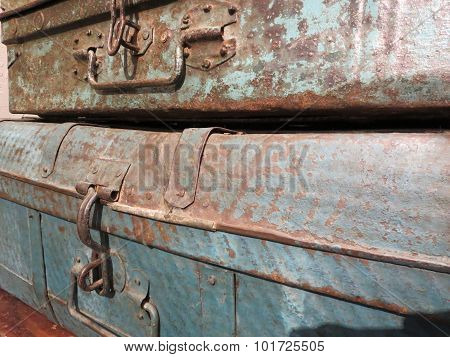 Rusty Metal Cases with Handles