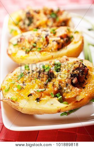Stuffed Potato With Chicken And Spinach