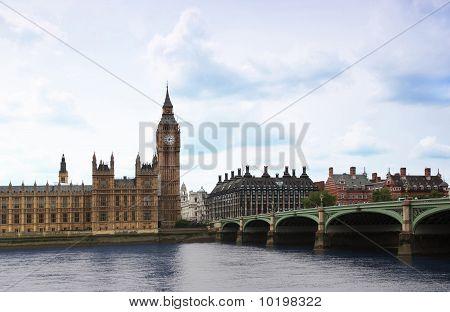 Westminster Bridge with Big Ben clock tower in London.
