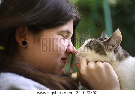 Teenager Girl Kissed Tom Mail Cat