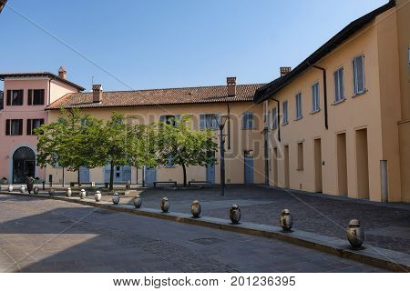 Cernusco sul Naviglio (Milan Lombardy Italy): exterior of old typical buildings