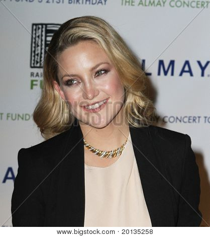 NEW YORK - MAY 13 : Actress Kate Hudson attends the Almay Concert to celebrate the Rainforest Fund's 21st birthday at the Plaza Hotel on May 13, 2010 in New York City.  Kate Hudson is the new face of Almay