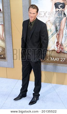 """NEW YORK - MAY 24: Actor Jason Lewis attends the premiere of """"Sex and the City 2"""" at Radio City Music Hall on May 24, 2010 in New York City."""
