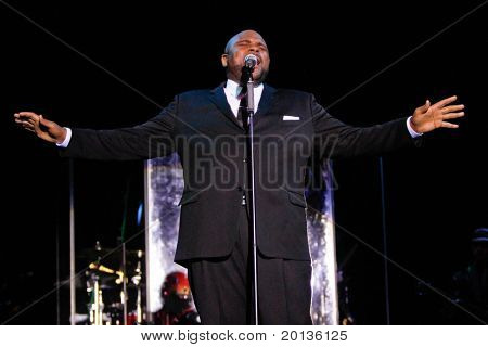 NEW YORK - AUGUST 11: American Idol winner Ruben Studdard performs at the Hammerstein Ballroom during their Timeless Tour on August 11, 2010 in New York City.