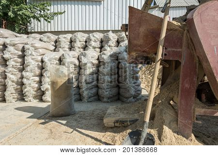 Equipment For The Packing Of Building Materials. Sand Packing Equipment.