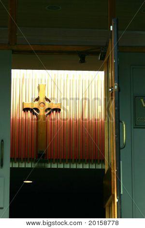 Kreuz in Tür
