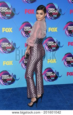 LOS ANGELES - AUG 13:  Vanessa Hudgens arrives for the Teen Choice Awards 2017 on August 13, 2017 in Los Angeles, CA