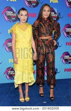 LOS ANGELES - AUG 13:  Millie Bobby Brown and Maddie Ziegler arrives for the Teen Choice Awards 2017 on August 13, 2017 in Los Angeles, CA