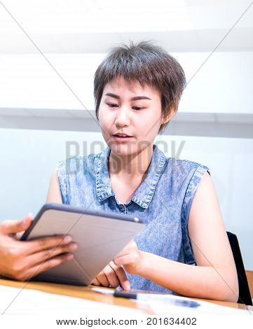 Asian businesswomen is working with colleague in the office
