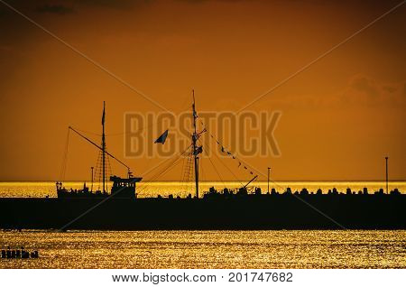 TOURIST SHIP ON VACATION - Sunset by the sea