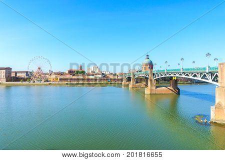 Vew of Saint-Pierre Bridge over Garonne river