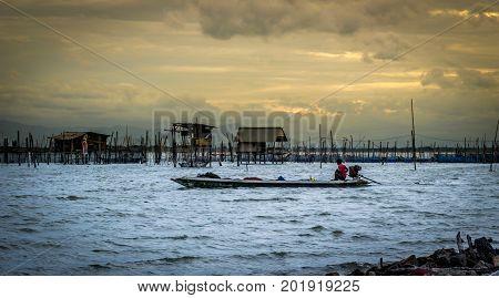Yo Island Songkhla Thailand - September 6 2016 : The fishermen is finding fish and shrimp in Songkhla Lake.