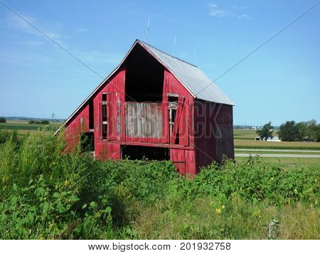 bright red abandoned barn rural farm building