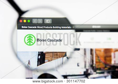 Richmond, Virginia, Usa - 9 May 2019: Illustrative Editorial Of Boise Cascade Website Homepage. Bois