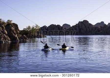 Prescott, Arizona, Usa 04/24/2019 A Man And Woman Kayaking On The Early Morning On Watson Lake Under