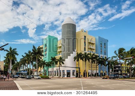 Miami, Fl, Usa - April 19, 2019: Street Life And Architecture Of Miami. Lobster Bar Sea Grille At Th