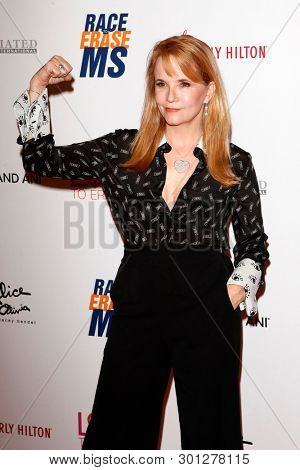 LOS ANGELES - MAY 10:  Lea Thompson at the Race to Erase MS Gala at the Beverly Hilton Hotel on May 10, 2019 in Beverly Hills, CA