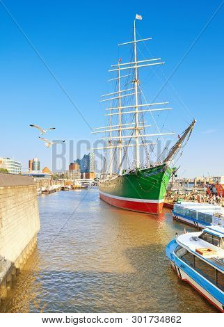 Hanburg, Germany- August 13, 2015: Historical Sailing Ship Rickmer Rickmers In Hamburg. It Is A Thre