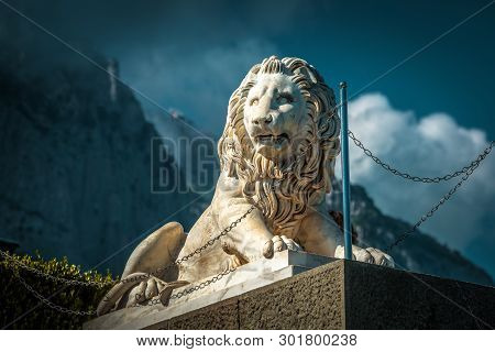 Crimea - May 20, 2016: Statue Of Lion At Vorontsov Palace On The Background Of Misty Mount Ai-petri