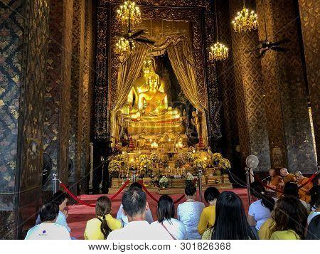 Bangkok Thailand - 18 May 2019: Many People Praying At Bowonniwet Vihara Temple In The Visakha Bucha