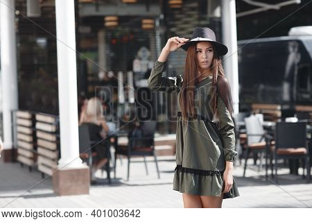 Outdoor Closeup Fashion Portrait Of Glamour Sensual Young Stylish Lady Wearing Trendy Hat. Autumn Wo