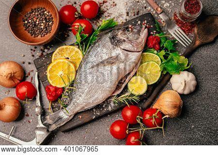Fresh Gilthead Sea Bream.local Fish Market.fresh Seafood.expensive Dorado Fish Recipe And Seasoning.