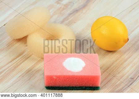 Baking Soda (sodium Bicarbonate) On A Sponge For Home Cleaning. Soda, Two Scourers And Lemon. Eco Fr