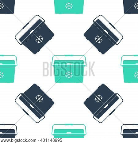 Green Cooler Bag Icon Isolated Seamless Pattern On White Background. Portable Freezer Bag. Handheld