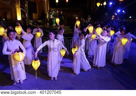 Hoi An, Vietnam, December 28, 2020: Dancers During The Show Represented In The City During Integrati